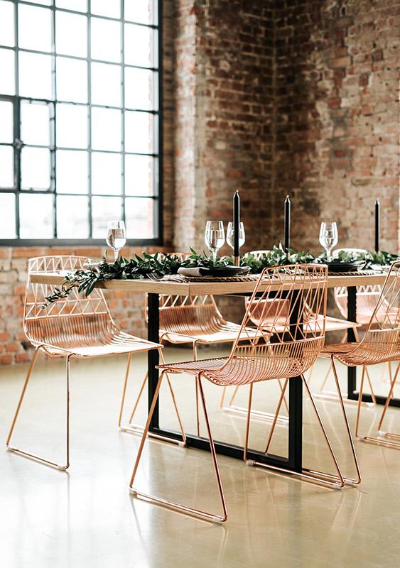 ... 10 személyes tölgy asztalunk van. Az óriási asztalunkat imádják a  párok e68c7c7332